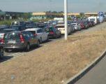 6 orë po presin bashkatdhetarët në kufirin Serbi-Hungari