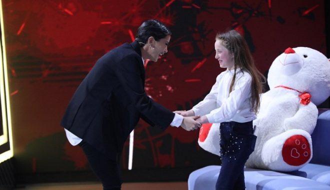 """""""Ne kemi të njëjtën histori dhe ti mund t'ja dalësh siç ja dola unë!""""/ Mesazhi i Dafina Zeqirit për vajzën 11-vjeçare që kujdesej për familjen e saj"""