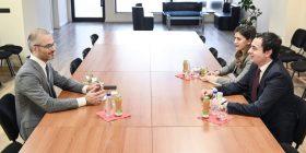 Kurti dhe Haxhiu takohen me ambasadorin e Italisë, e njoftojnë për bisedimet me LDK-në
