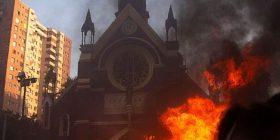 I vunë flakën kishës demostruesit në Kili, shfrytëzohej nga forcat e rendit