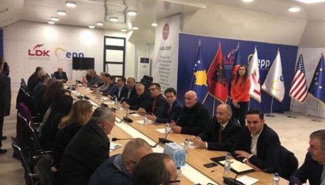 """LDK-ja i reagon VV-së, pas akuzave se është bërë """"marionetë e Thaçit"""" : Nuk është e vërtetë! keqardhje për këtë gjuhë"""