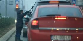 Shumë fëmijë punojnë e kërkojnë lëmoshë rrugëve të Kosovës, kërkohen qendra shtesë për ta