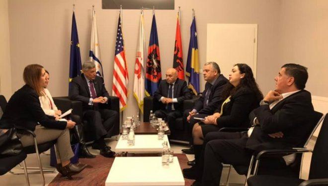 LDK-ja e ndarë, ambasadori amerikan i kërkon krijim të shpejtë të Qeverisë