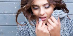 Këto këshilla janë sekreti për flokë të bukur në dimër