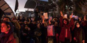 """Trump mbështet protestuesit """"e guximshëm"""" iranianë"""