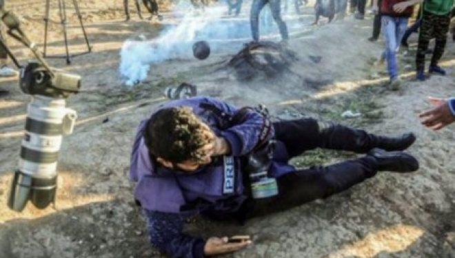 Humbi njërin sy në protestat e Rripit të Gazës, fotografi: Do të vazhdojë të bëjë foto me syrin tjetër