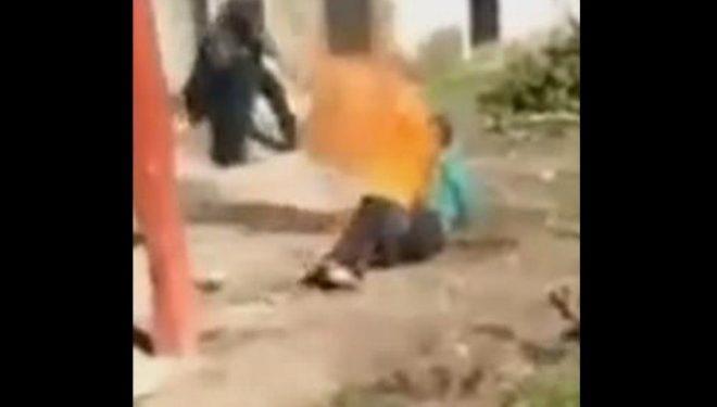 Pedofili meksikan lidhet dhe rrihet para se t'i vendosin flakën