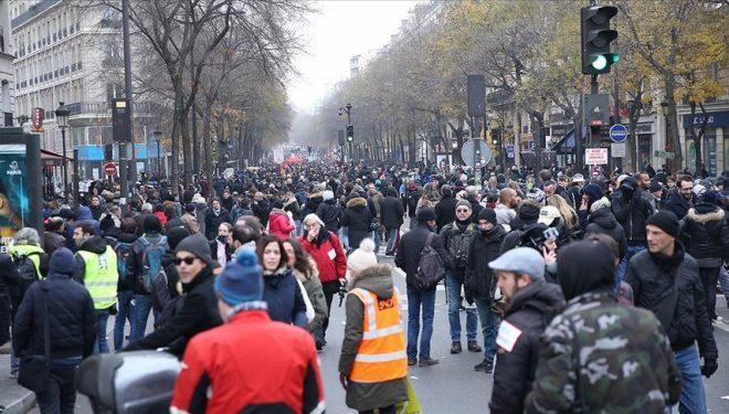Protestuesit në Francë, me presion e detyrojnë Macron'in t'i ndal reformat e pensioneve
