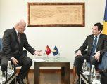 Kurti priti në takim ambasadorin e Malit të Zi, z. Ferhat Dinosha