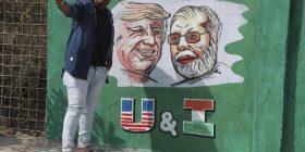 Autoritetet indiane ndërtojnë murin në lagjen e varfër   para vizitës së Trump