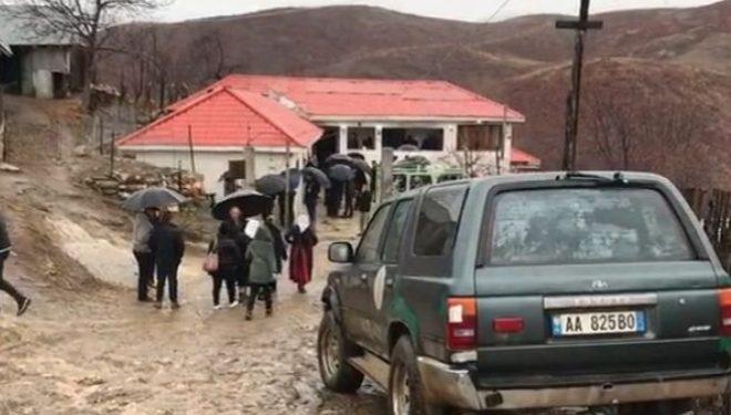 Ka vdekur nëna dhe dy fëmijët në Bulqizë pas helmimit, shpëtoj fëmiju i tretë