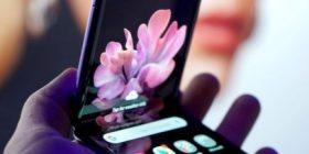 Deri në 2025 parashikojnë që kompanitë do të shesin 100 milionë telefona të palosshëm