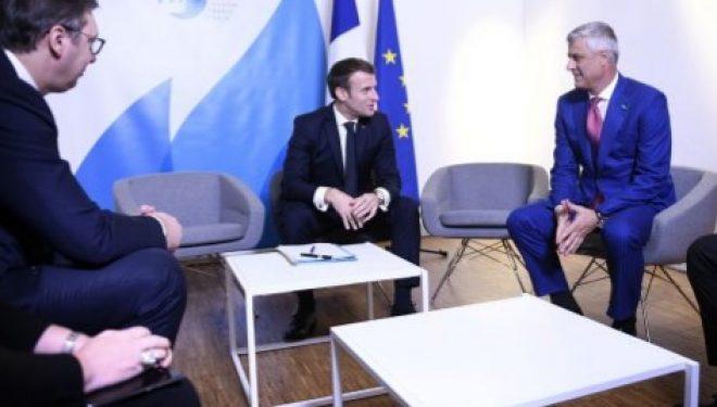 Macron: President Thaçi, anulone taksën dhe ejani në Paris bashkë me Merkelin e Borellin