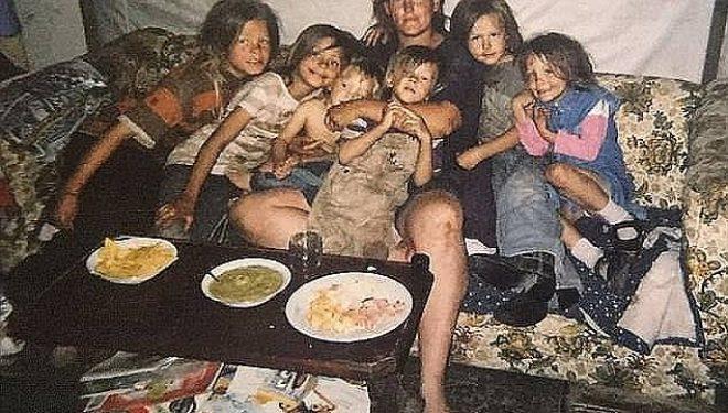 Rrëmbeu vajzën e ish-gruas, e përdhunoi për 20 vite dhe bënë 9 fëmijë së bashku, dënohet me burg të përjetshëm