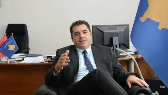 Hasani: Kurti duhet të merret edhe me zyrtarët serbë që marrin paga, pa shkuar asnjë ditë në punë