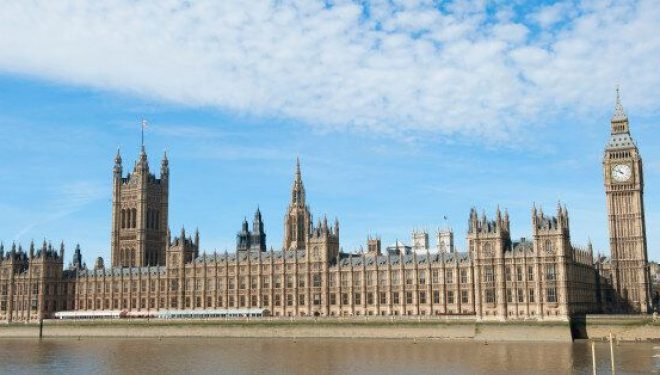 """Në Parlamentit britanik zbulohët """"porta e fshehtë"""" 360 vjeçare"""