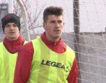 Pas fyerjeve, kërcënimeve dhe mbetjes pa punë të nënës së tij, Iviqi thotë se i intereson vetëm futbolli