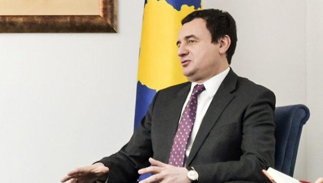 Kryeministri Kurti i del në mbrojtje lojtarit serb të cilit iu larguan prindërit nga puna