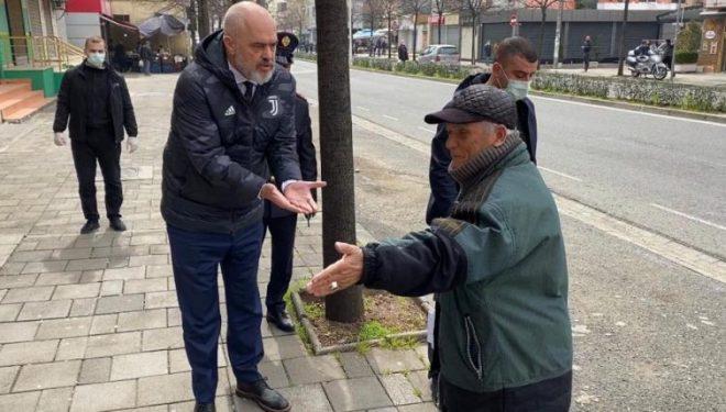 Rama inspekton masat në tregje, thirrje të moshuarve të qëndrojnë në shtëpi