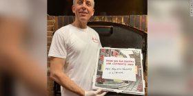 Bill dhe Hillary Clinton porosisin pica tek shqiptari për spitalet në Nju Jork: Faleminderit që po na mbani të sigurt