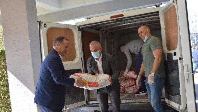 """""""Jetimat e Ballkanit"""" ndihmojnë me pako ushimore 50 familje të Malishevës"""