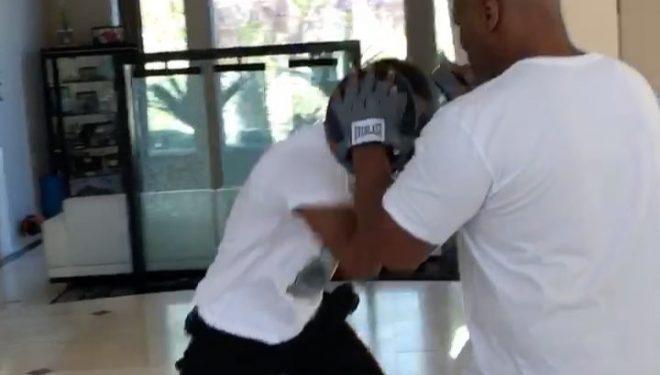 Ja lëvizjet e 'çmendura' të pasardhësit të Mike Tyson