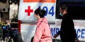 """""""E shëruara"""" 81 vjeçare e kronavirusit vdes disa orë pasi u shfaq në videon e duartrokitjes me doktorët"""