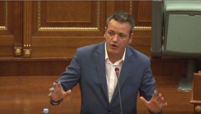 Gashi: Vjosa Osmani dhe dy deputetë kanë mendim ndryshe për prishjen e koalicionit me VV-në