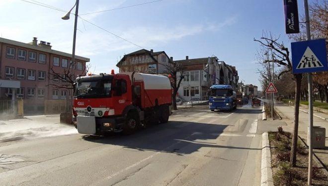Gjilanit nis pastrimin dhe dezinfektimin e rrugëve si masë preventive kundër Covid19