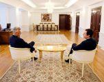E paralajmëronë Presidenti Hashim Thaçi, Kryeministrin e rrëzuar, Albin Kurti