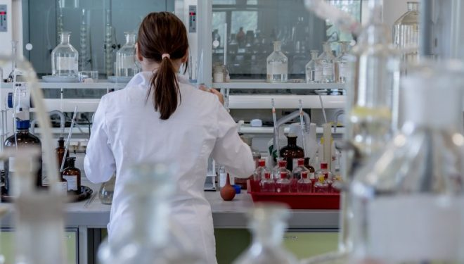 Laboratorët privatë në Kosovë s'kanë leje të bëjnë teste koronavirusi