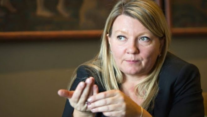 Ambasadorja finlandeze me porosi të qartë liderëve kosovarë: Luftojeni koronavirusin, jo njëri-tjetrin