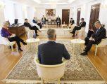 Thaçi takon ambasadorët e QUINT-it, insiston në qeveri gjithëpërfshirëse