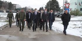 Kurti në FSK, pritet nga ministri Quni dhe komandanti Rama