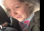 Vogëlushja kosovare qanë me lot' për rrëzimin e Kurtit (Video)