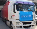 UNICEF-i ndihmon Kosovën me mijëra pajisje mbrojtëse mjekësore