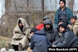 Migrantët në një kamp në Bosnje