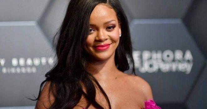 Rihanna po lanson linjën e parë të parfumit nga marka e saj 'Fenty'