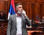 Obadoviq, shefi i opozitë vazhdon grevën e urisë para shkallëve të Kuvendit të Serbisë