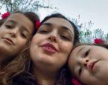 Kryeparlamentarja Osmani më e lumtur se kurrë, këndon së bashku me vajzat e saj