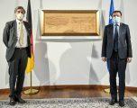 Kurti takon ambasadorin gjerman, flet me të për rimëkëmbjen e ekonomisë pas koronavirusit