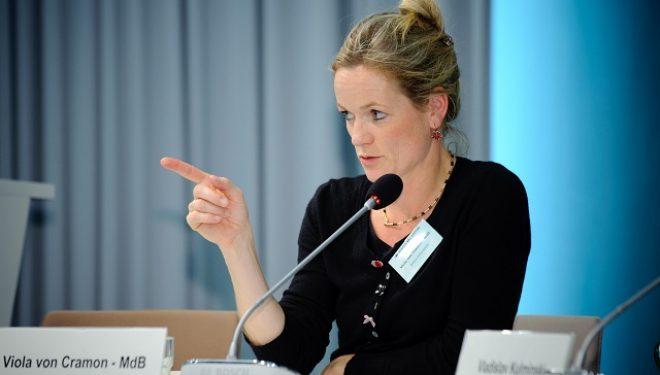 Viola von Cramon i reagon Ischingerit për vizat ndaj Kosovës