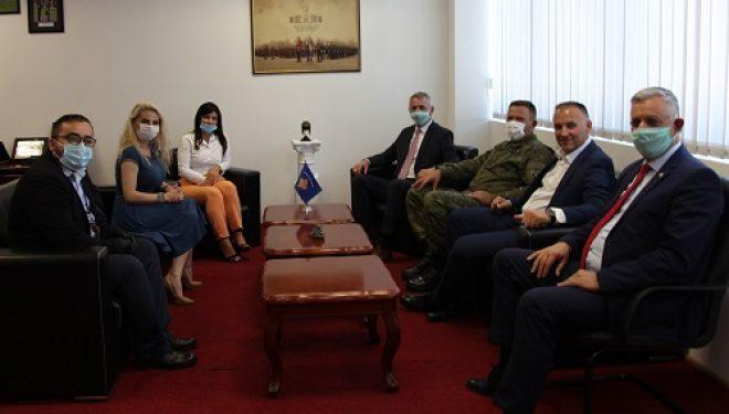 Ministri Quni priti në takim zëvendësministren e re të Mbrojtjes Sadika Kofrc