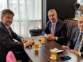 Lajçak nis angazhimet edhe në terren, takon presidentin malazez para liderëve në Kosovë e Serbi