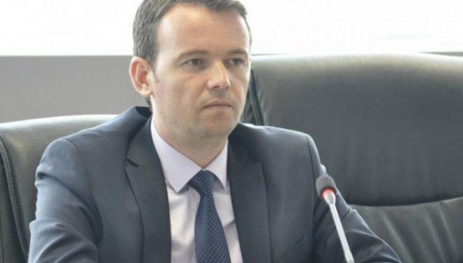 Faton Peci suspendon 5 zyrtarë brenda Ministrisë së Bujqësisë që dyshohen për dallavere me subvencione