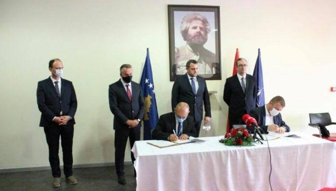 Arrihet marrëveshja për hapjen e korridorit të ri ajror Shqipëri-Kosovë