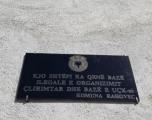 Komuna e Rahovecit vendos pllakate në shtëpitë bazë të UÇK-së