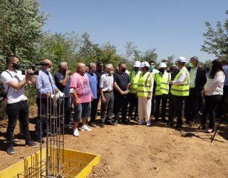 Ministrja Dumoshi vuri gurthemelin e stadiumit ndihmës në fshatin Studenqan të Suharekës