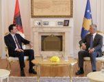 Thaçi priti kryetarin e PD-së, Lulzim Bashën, diskutuan për zhvillimet politike në Kosovë e Shqipëri