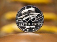 Elton John merr monedhën e tij